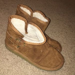 Brown boots with faux fur lining